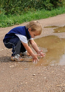 child-playing-water-20741603